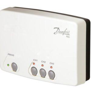 gdzie łączenie przewodami termostatu z innymi regulatorami w układzie jest trudne bądź niemożliwe. Odbiornik współpracujący z trzema termostatami