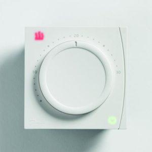 które informują o zasilaniu termostatu oraz stanie pracy wyjścia sterującego. Użytkownik może wybrać regulację zarówno standardową ON/OFF (załącz/wyłącz) lub chronoproporcjonalną. Wyboru regulacji dokonuje się na etapie montażu za pomocą mikroprzełącznika DIL