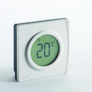 ochrona przed manipulacją oraz zmiana skali temperatur do stopni°F. Termostat RET2000M może być wykorzystywany jako termostat chłodzenia