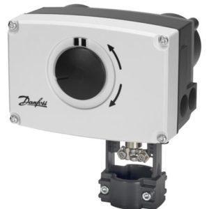 AMV 25 jest sterowany sygnałem 3-punktowym a AME 25 sygnałem analogowym. SU/SD oznaczają