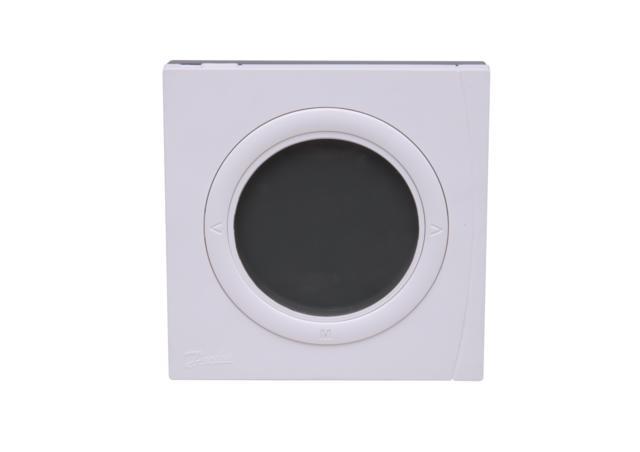 aby korzystać w funkcji przekaźnika pompy obiegowej i przekaźnika kotła. Nowa seria termostatów BasicPlus2 dostępna jest w kilku wariantach wykonania: BasicPlus2 WT–T termostat standardowy